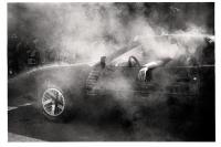 Burnout réussi pour cette Pontiac Firebird Trans Am. Après avoir changé plusieurs fois les pneus arrières, ceux-ci auront fini par exploser sous les acclamations de la foule. Horion-Hozémont, 2013.